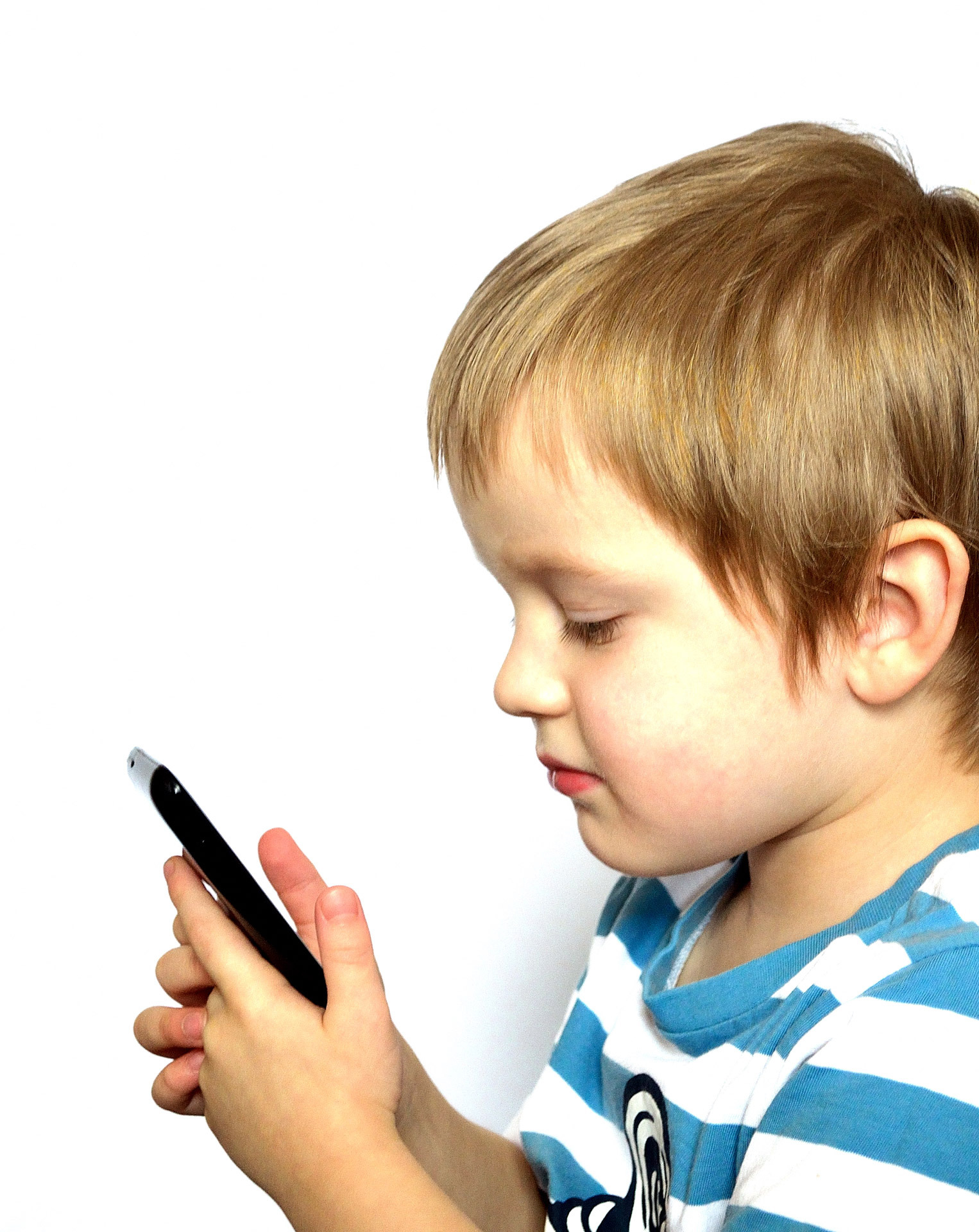 child-and-phone-1330009422EAw.jpg